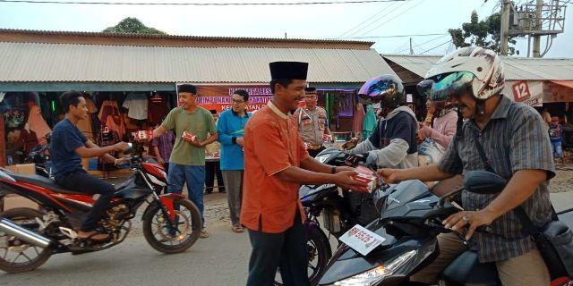 Photo of Keluarga Besar Himpunan Masyarakat Minang (HMM) Membagi Bagikan Takjil Gratis