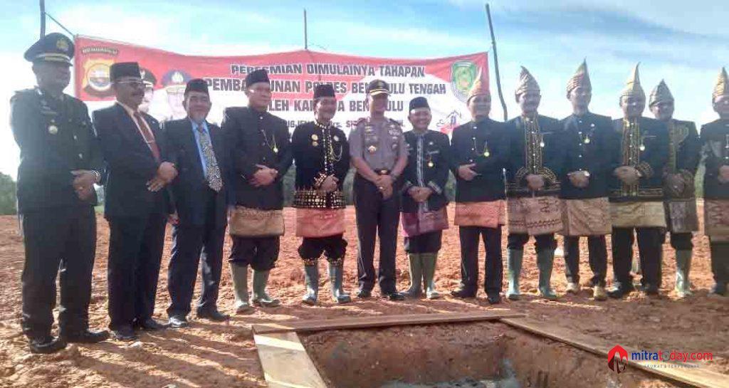 Photo of Dimulainya Pembangunan Gedung Polres Benteng,Kapolda Dan Bupati Peletakan Batu Pertama