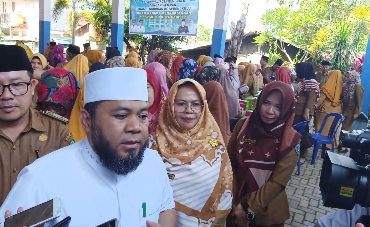 "Photo of Sukseskan ""Bengkulu Kota Hadist"", Dinas Pendidikan Kota Bengkulu Gelar Apel Bersama Walikota"