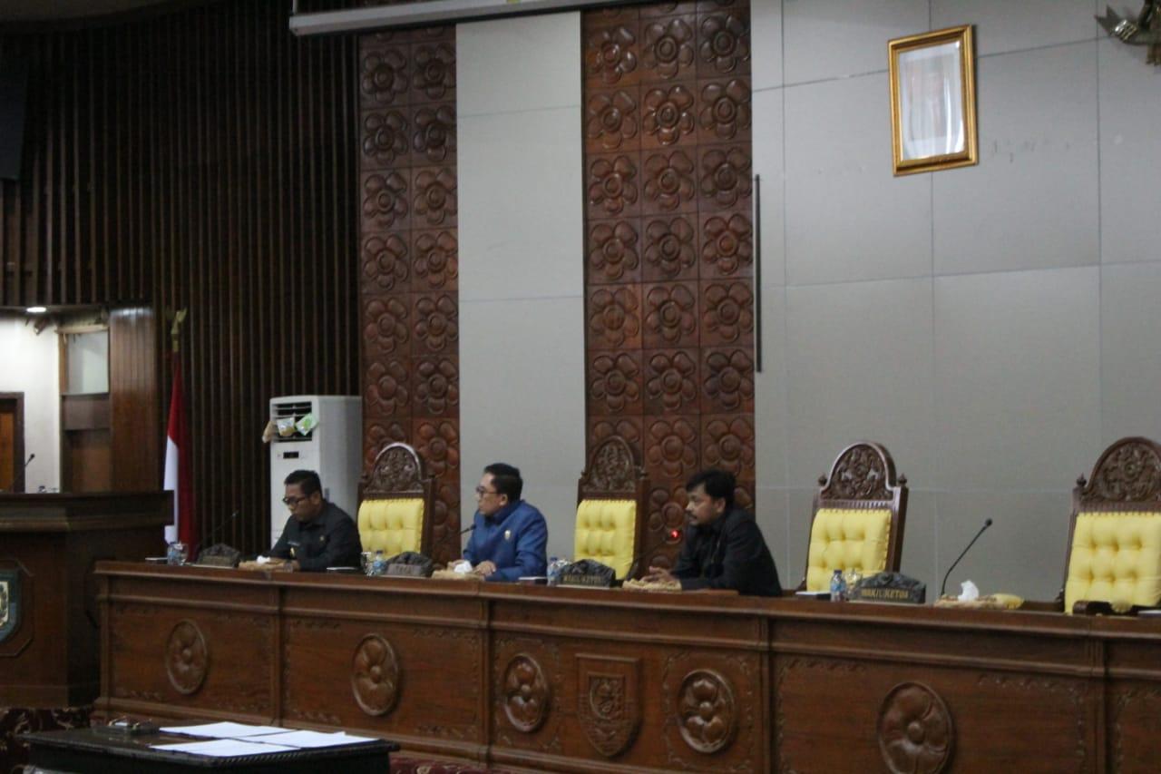 Photo of Rapat Paripurna Delapan Fraksi DRPD Setujui Tiga Raperda Usulan Gubernur Jadi Perda