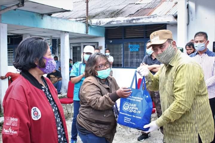 Photo of Pemkab Dairi Salurkan Sembako Kepada Para Jurnalis di Dairi