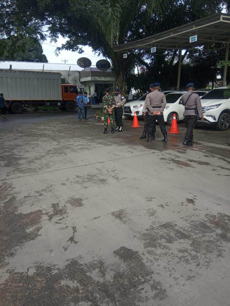 Photo of THR di Bayar Tidak Penuh,Karyawan Indomart Gruduk Kantor Cabang Dc Medan
