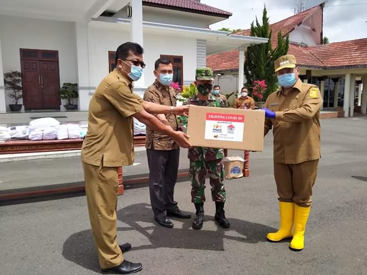 Photo of Warga Perantau Pengusaha Asal Dairi di Jakarta Ini Salurkan Bantuan ke Gugus Tugas