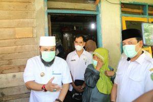 Photo of Tangis Haru Nenek Lansia Saat Dikunjungi Walikota Bengkulu