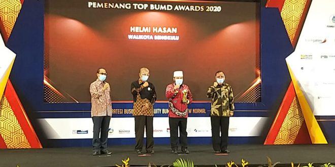 Photo of Walikota Bengkulu Terima Penghargaan Top Pembina BUMD 2020