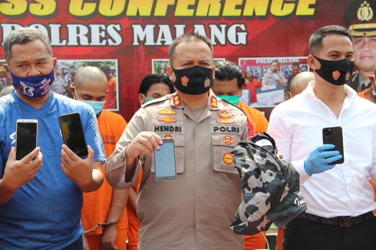 Photo of Polres Malang Ciduk 8 Oknum Aremania, Tersangka Penganiayaan