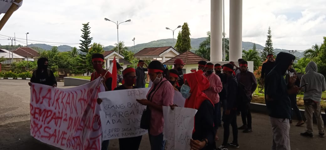 Photo of Richard Rahakbauw : Tuntutan Kalian Akan Kami Kawal