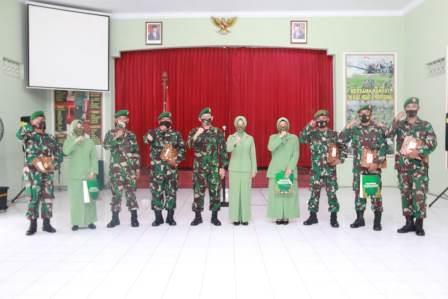 Photo of Dandim Pati Beserta Ketua Persit Lepas Prajuritnya Pindah Satuan