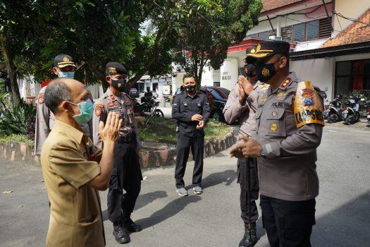 Photo of Polres Blitar Kota Akan Menjaga Vaksin Sinovac Selama 24 Jam Penuh Di Gudang Penyimpanan