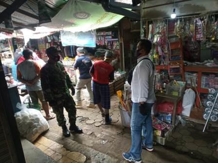 Photo of Putus Mata Rantai Penyebaran Covid-19 di Pasar Gembong, TMI-Polri Laksanakan Operasi Yustisi