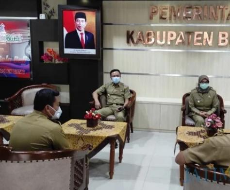 Bupati, Rini Syarifah Dan Wabub Rahmat Santoso saat Rapat Pertama beserta Staf