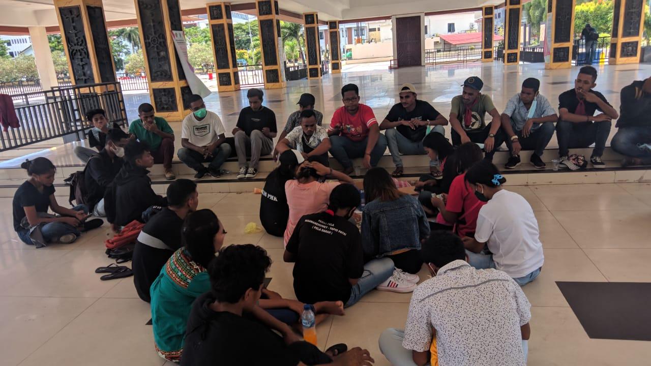 Photo of Peduli Kemanusiaan, Mahasiswa Galang Dana Bantu Ibu Tidora Asal SBB Melawan Kangker