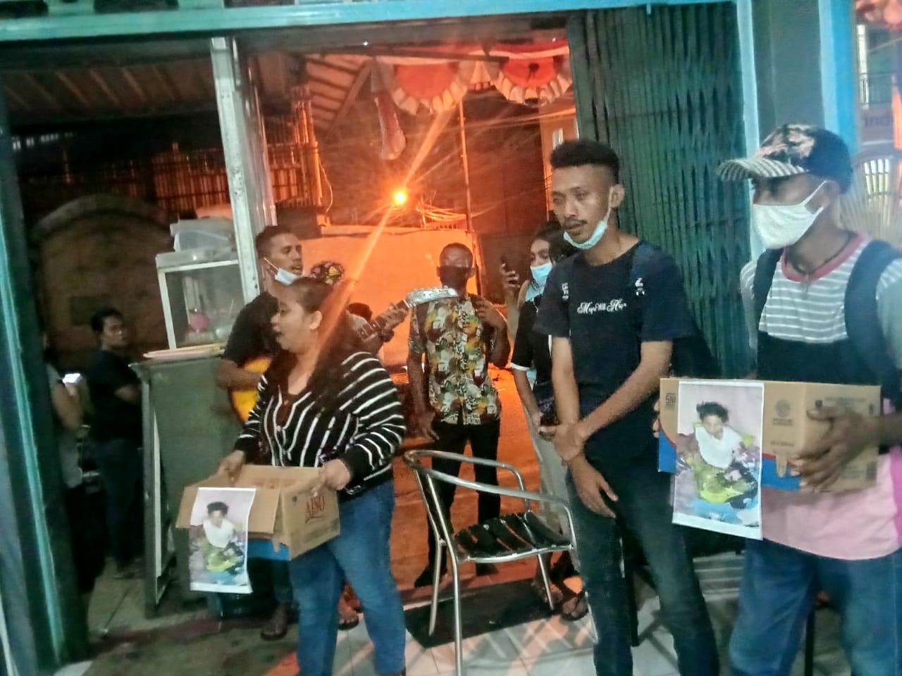 Photo of Mahasiawa Bantu Pemda SBB Galang Dana Untuk Biaya Pengobatan Ibu Tidora