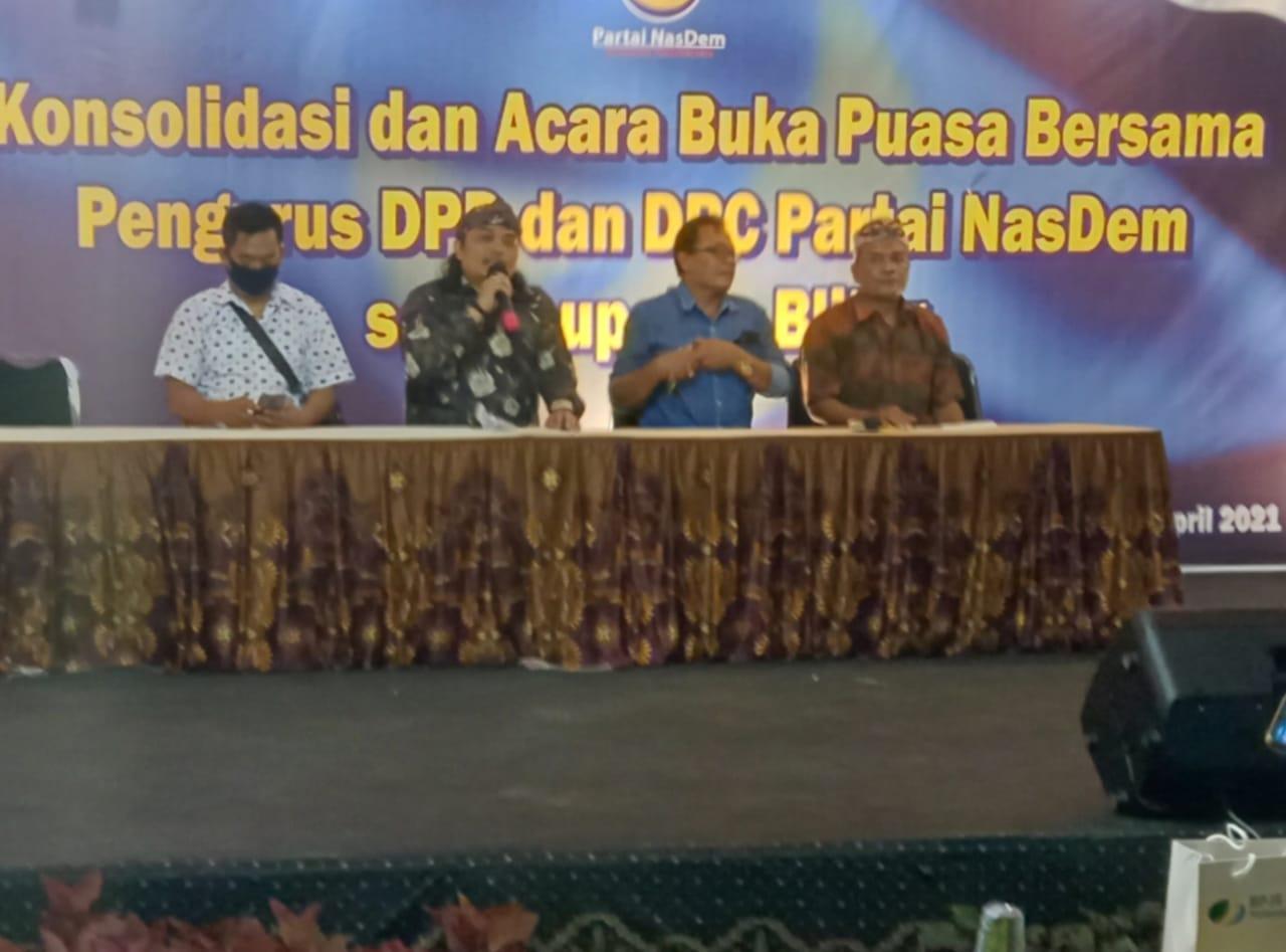 Nurhadi, Ketua DPD Nasdem Kabupaten Blitar pada acara Konsolidasi di kmpung Coklat
