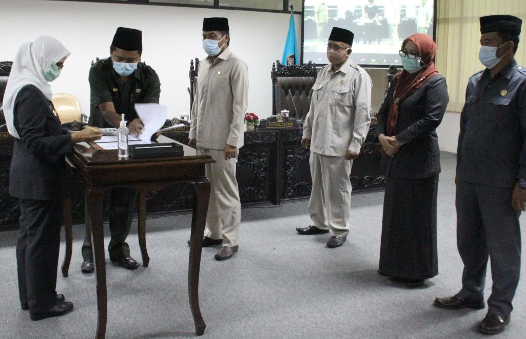 Pimpinan DPRD Kabupaten Blitar saat menyaksikan Bupati, Rini Syarifah menandatangani Ranwal RPJMD