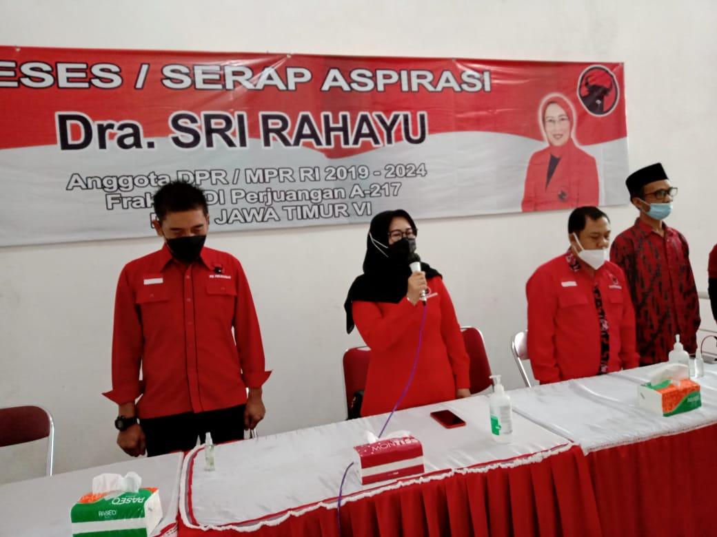 Anggota DPR RI, Drs Sri Rahayu didampingi Pengurus DPC saat Reses
