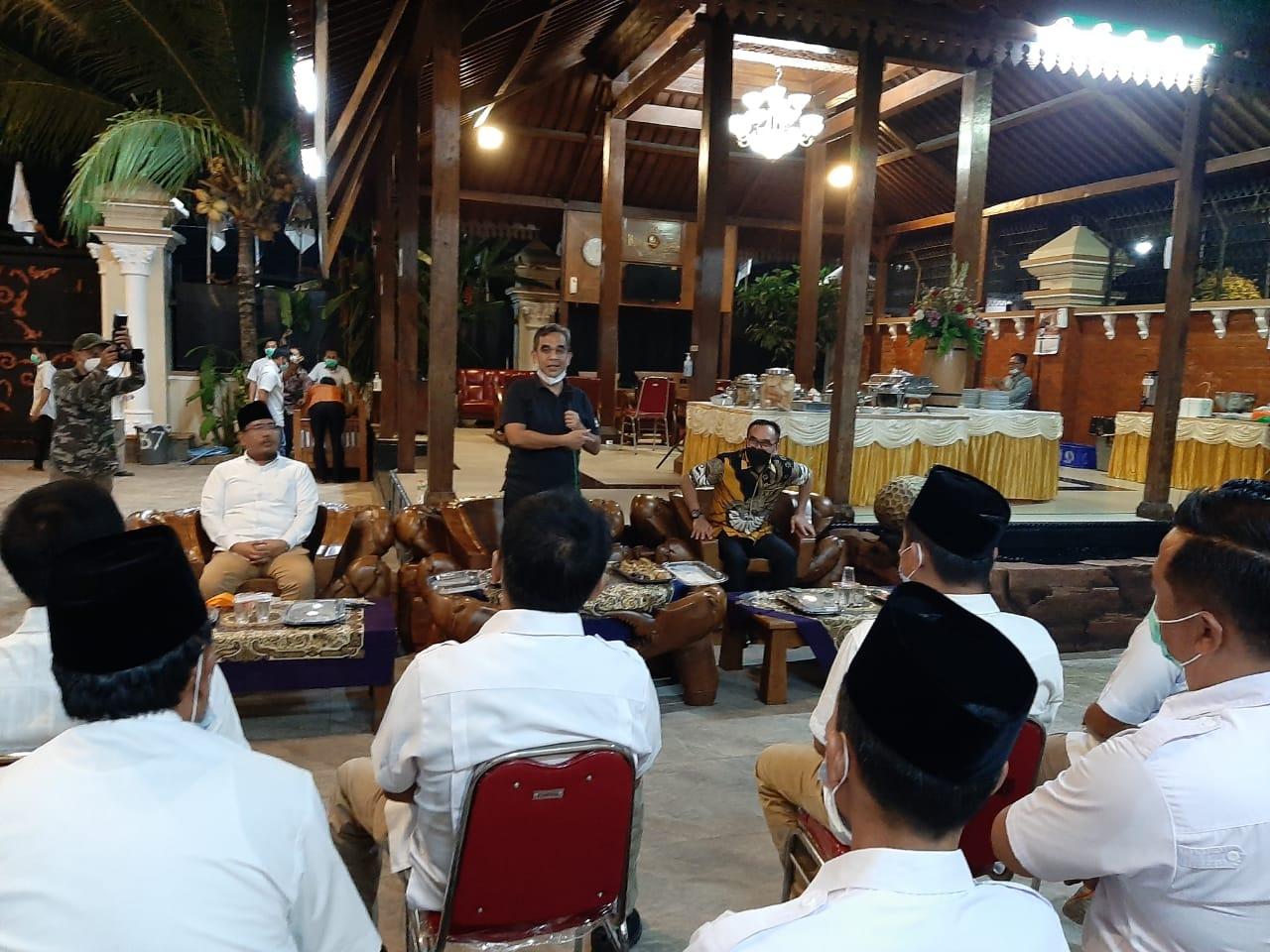Ahmad Muzani saat memberikan Pengarahan Pada Kader Partai Gerindra di Kediaman Ferdians Reza Alvisa