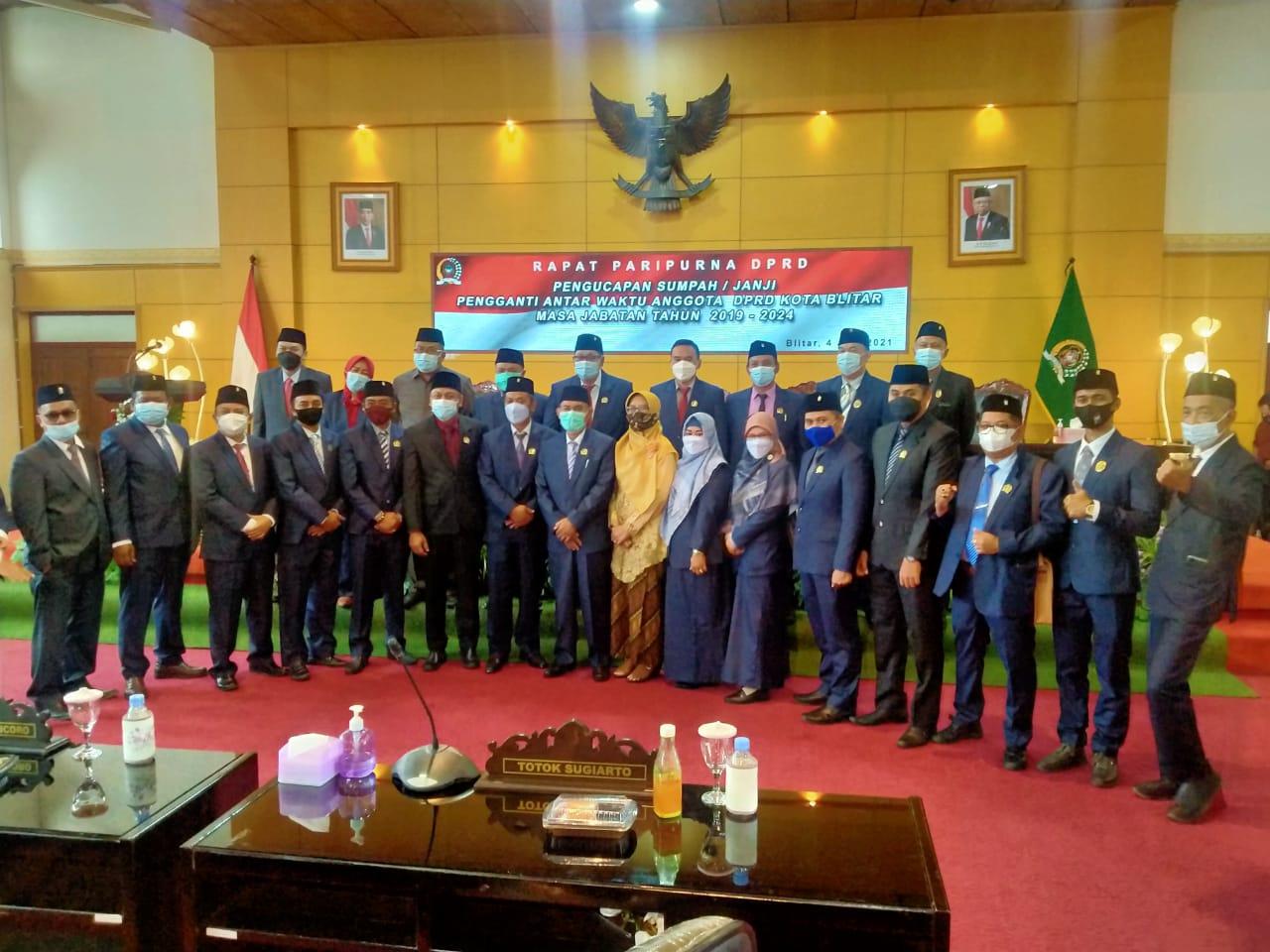 Anggota DPRD Kota Blitar berfoto usai Rapat Paripurna PAW Fraksi PKB