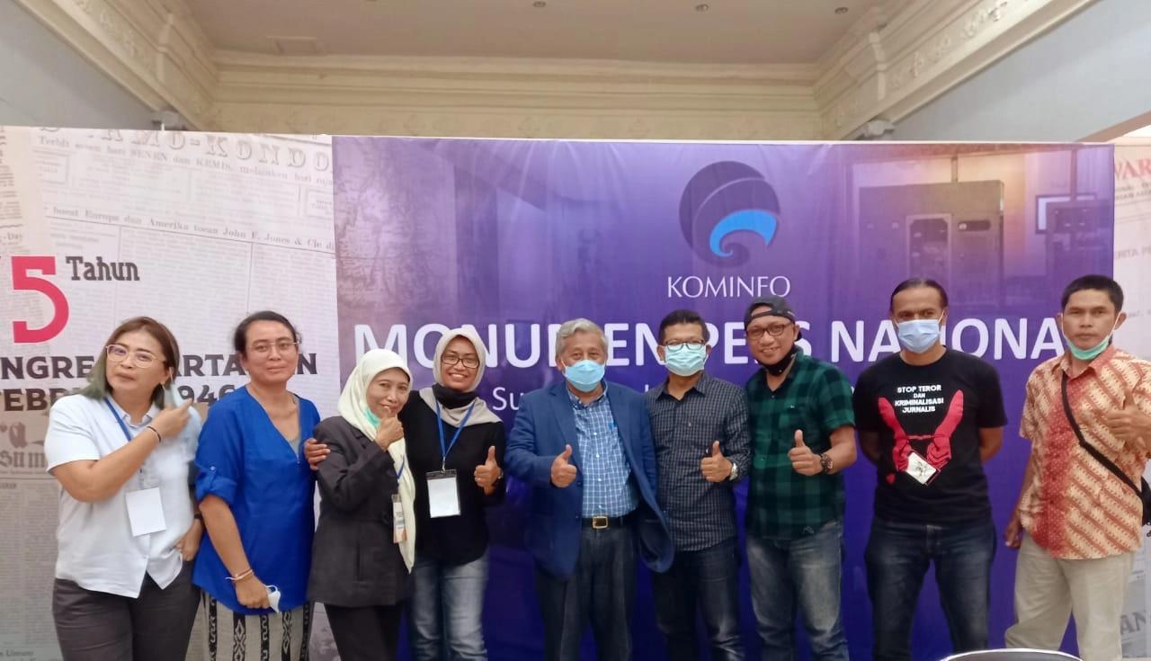 Direktur UKW UPNVY, Susilastuti DN (ketiga dari kiri) bersama dengan para ahli pers dan Ketua Dewan Pers, M. Nuh.