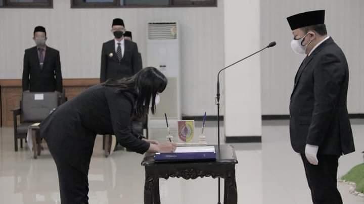 Photo of Bupati Jember Ambil Sumpah Jabatan Pejabat Pemerintahan di Pendopo Wahyawibawagraha