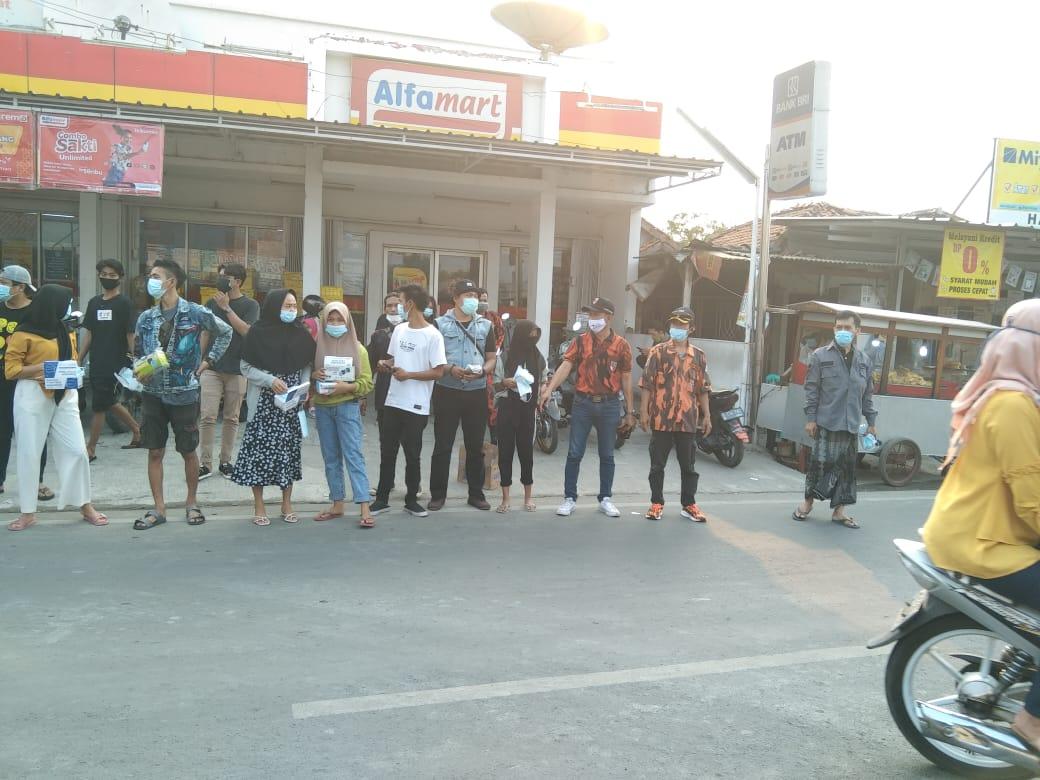 Photo of Pemuda Pancasila PAC Sepatan Bersama Pemuda Kayu Agung Lakukan Gebrak Masker