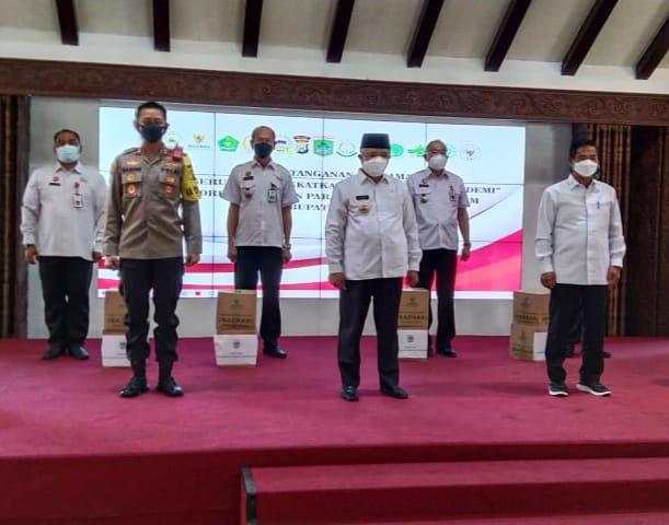 Photo of Pandemi Covid, Baznas Salurkan 500 Paket Sembako Warga Terdampak