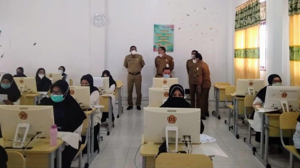 Photo of Empat Lokasi Pelaksanaan Ujian PPPK di Aceh Timur Berjalan Prokes
