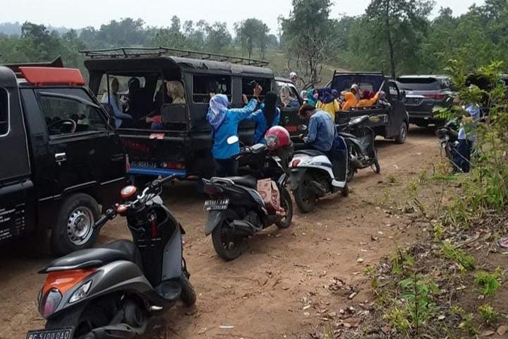 Photo of Konflik Agraria, Emak-Emak Duduki Tambang PT Banjarsari Pribumi