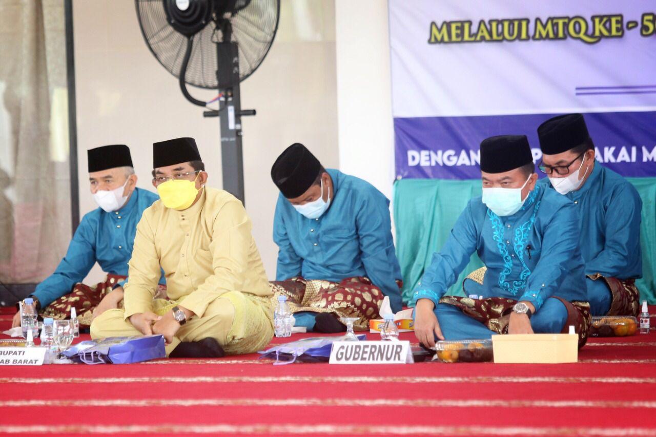 Photo of Bupati Tanjabbar Hadiri Pembukaan MTQ Ke-50 Tingkat Provinsi Jambi