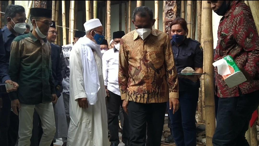 Photo of Letakan Batu Pertama Masjid Jami' Al Hilal Kamal, Ini Kata Bupati SBB