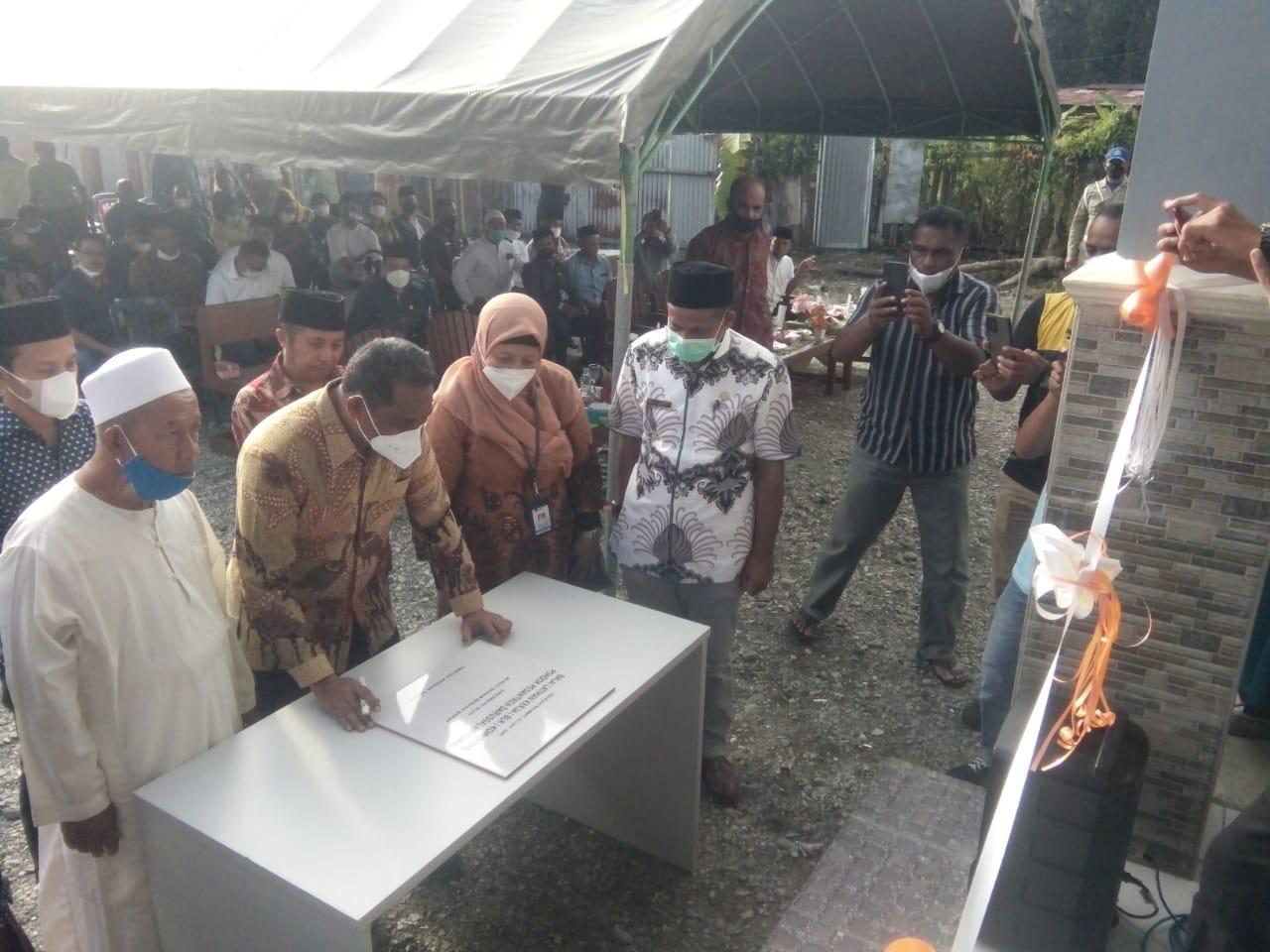 Photo of Akerina Tanda Tangani Prasasti Peresmian BLK Pondok Pesantren Darusalam Kamal