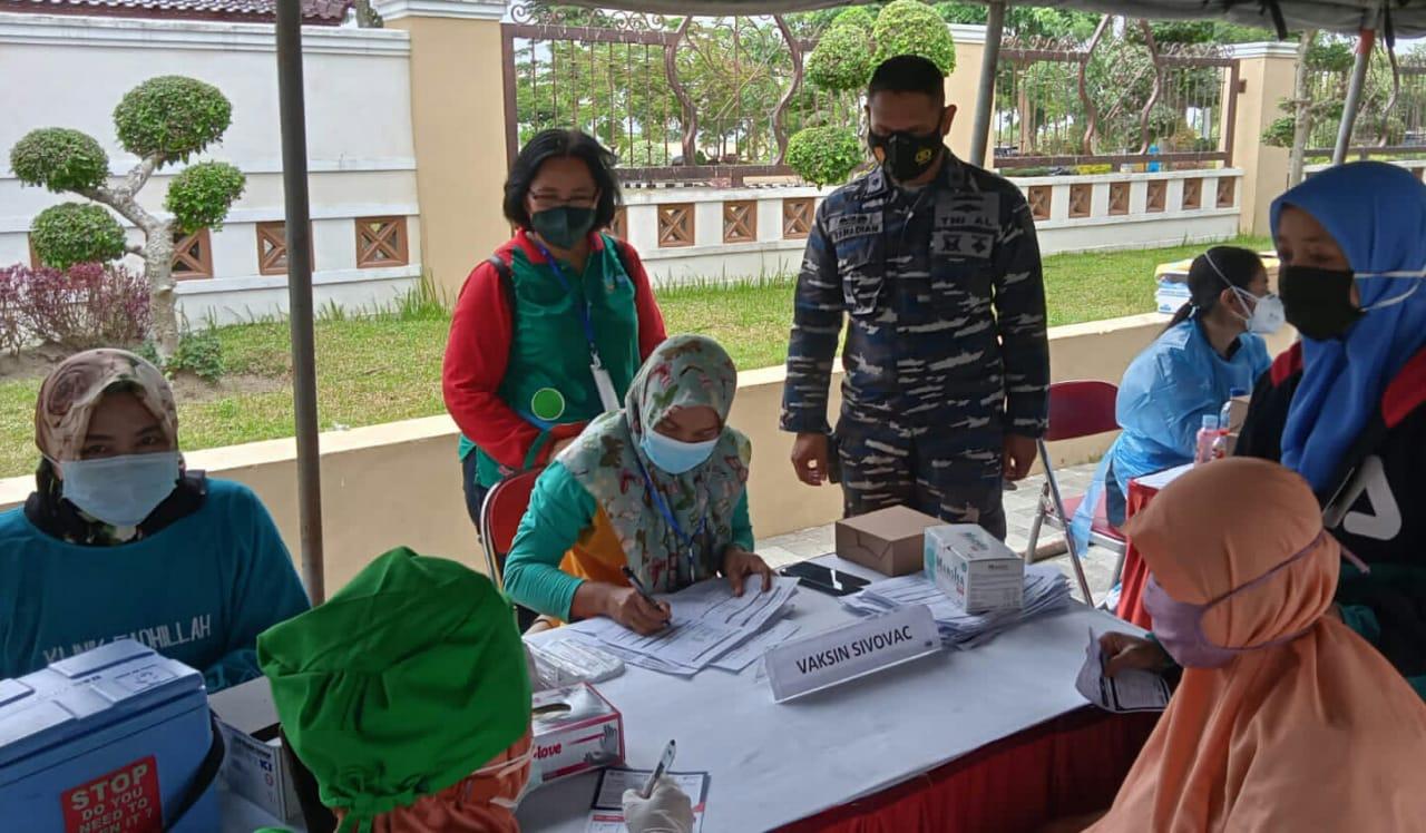 Photo of Pemkab Blitar Berkerjasama Dengan Komando Armada II TNI AL Gelar Serbuan Vaksinasi