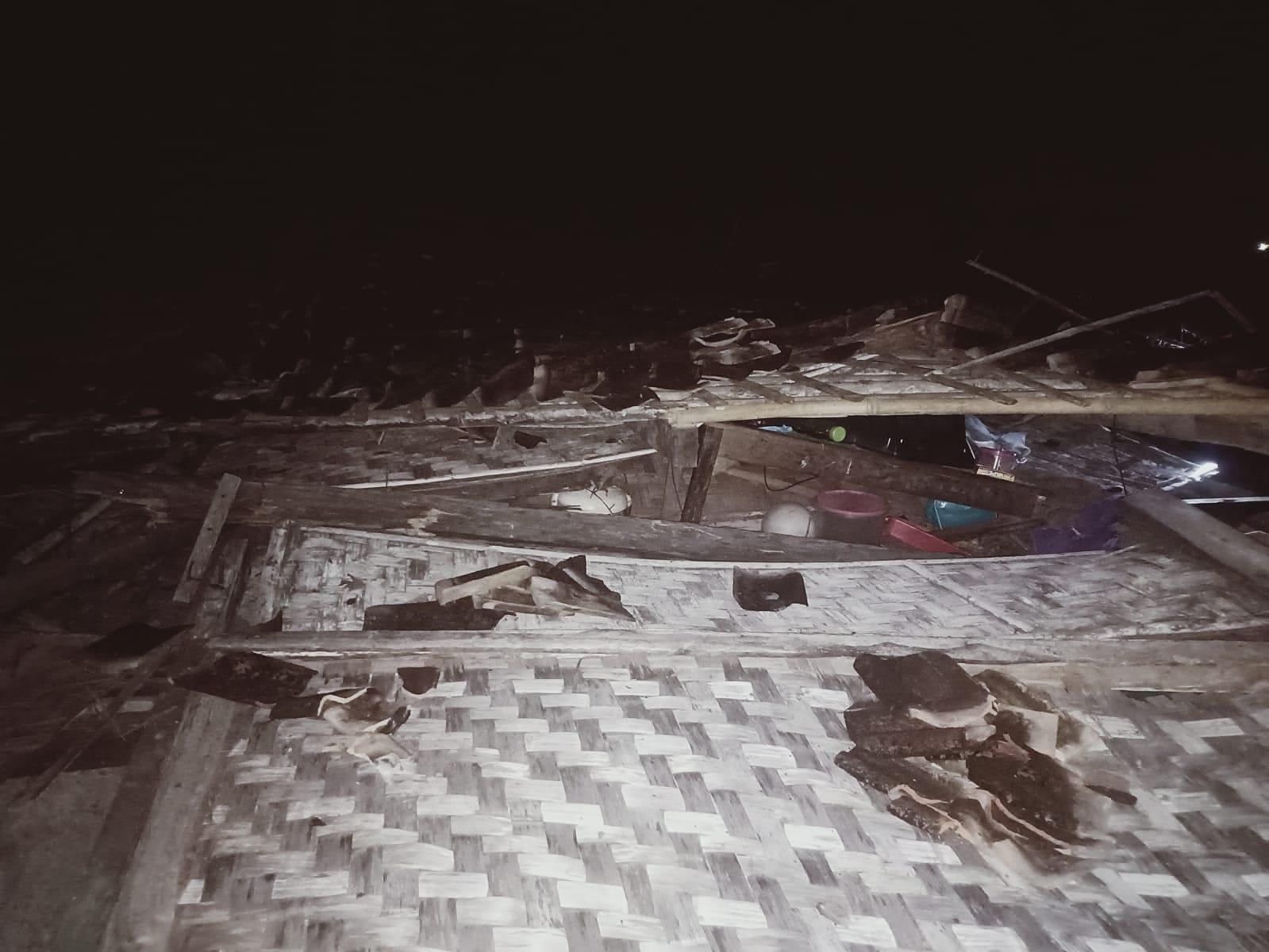 Photo of Termakan Usia, Rumah Royadi Warga Kampung Aji Tua Lamteng Ambruk