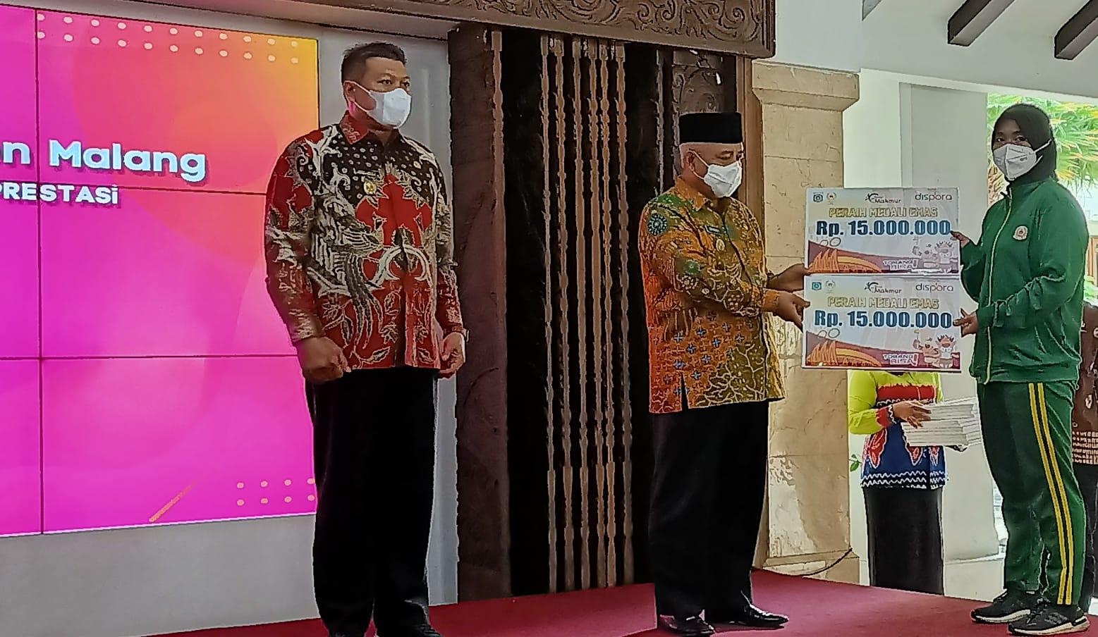 Photo of Pemkab Malang Berikan Bonus Atlet PON Papua