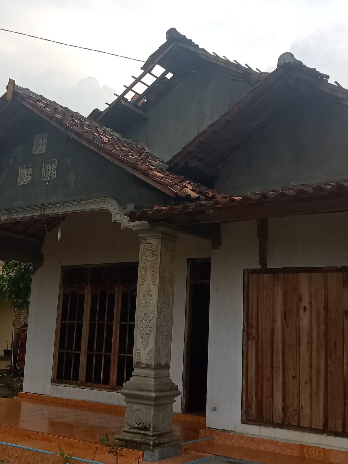 Photo of Puluhan Rumah di Kampung Jaya Sakti Di Hantam Angin Puting Beliung