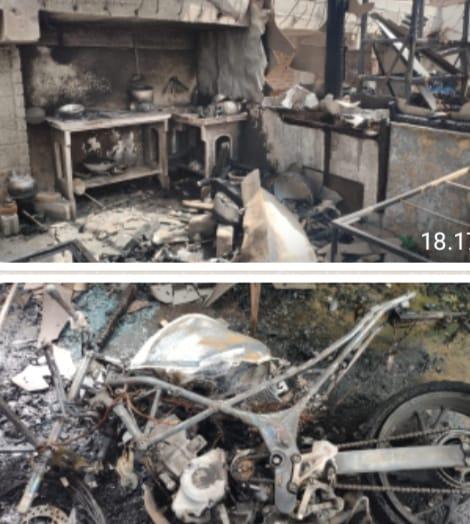 Photo of Di Blitar! Diduga Akibat Ngecash Handphone, 4 Kios dan Dua Sepeda Motor Terbakar