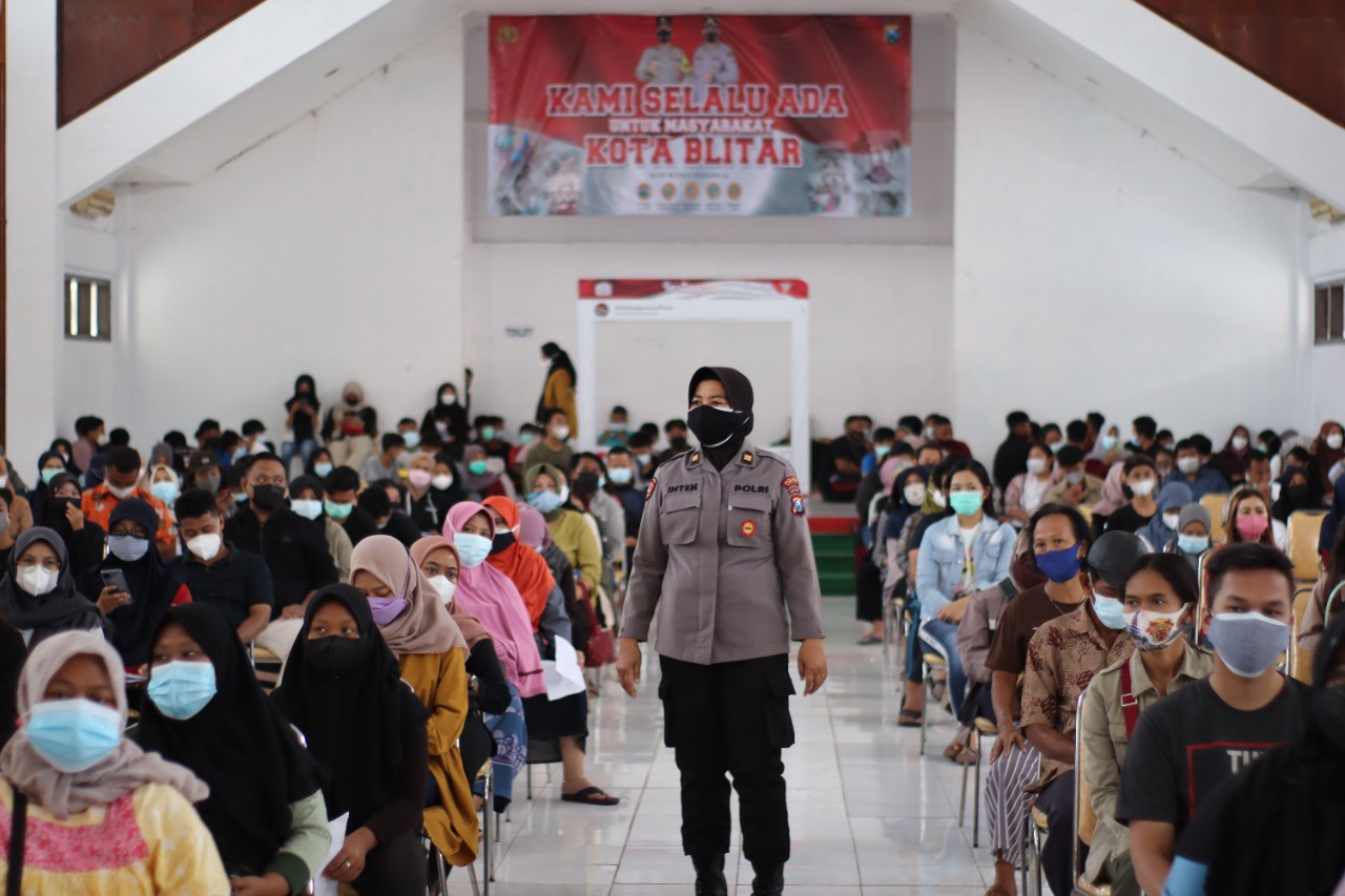 Photo of Polwan Polres Blitar Kota Punya Tugas Sampingan di Masa PPKM Level 1, Apa Itu?