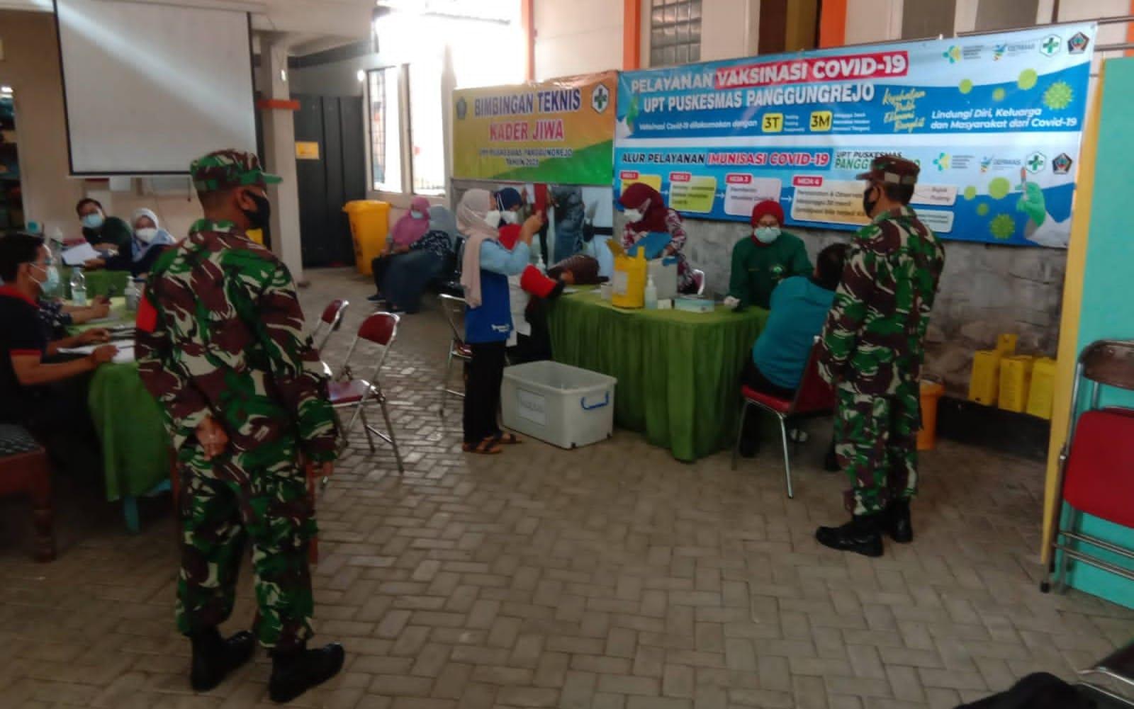 Photo of Babinsa Panggungrejo Blitar : Vaksin Covid-19 Aman dan Halal, Masyarakat Tidak Usah Takut